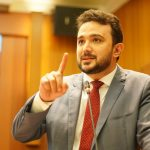 Yglésio Moyses aprova PL que proíbe a venda de cigarros eletrônicos