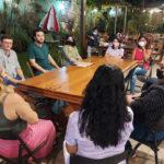 Yglésio e Mauro César discutem fibromialgia com pacientes em São Luís