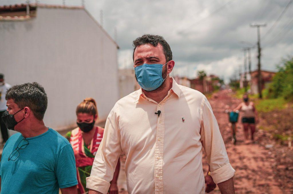 Deputado visita Paço Lumiar e solicita ações de infraestrutura no município.