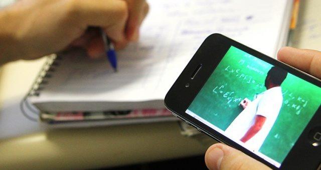 Projeto de Yglésio garante a alunos e professores acesso gratuito a plataformas de aulas online.