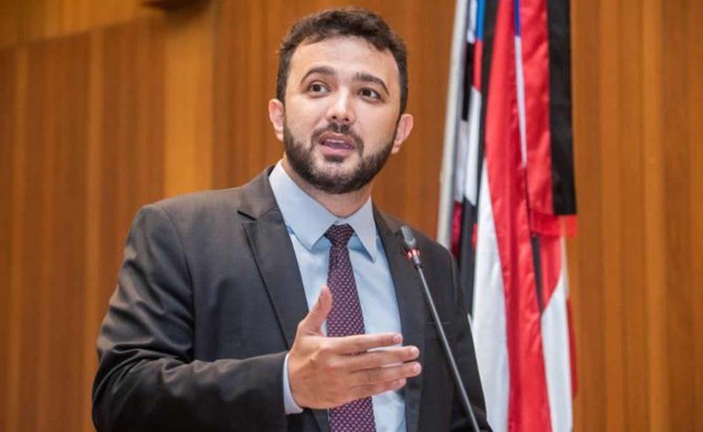 Deputado Yglésio solicita vacinação prioritária a motoristas e cobradores da capital.